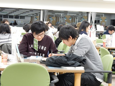 生徒とサポーター1(軽).jpg